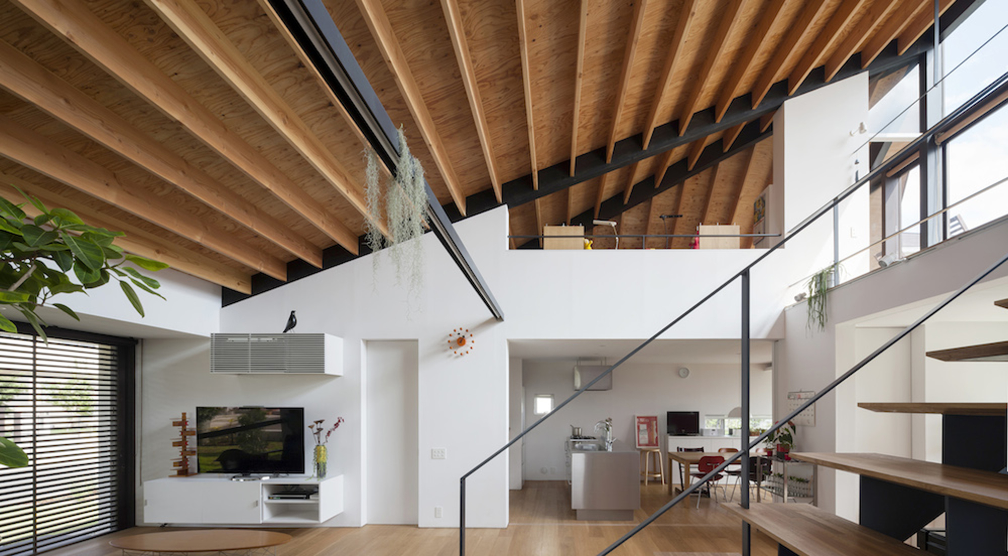 52eb1ee7e8e44e2dbe00009c_house-with-a-large-hipped-roof-naoi-architecture-design-office_housewithlhr_19
