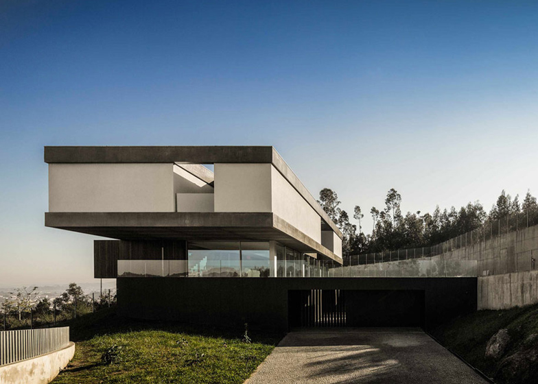 07CBE-house-by-Spaceworkers_dezeen_ss_1