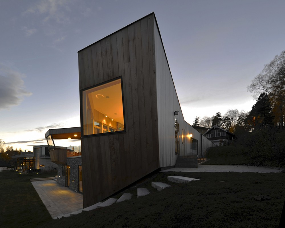 533b86b1c07a804fdc000089_casa-dividida-jva_splithouse_exterior_06_east_corner-1000x800