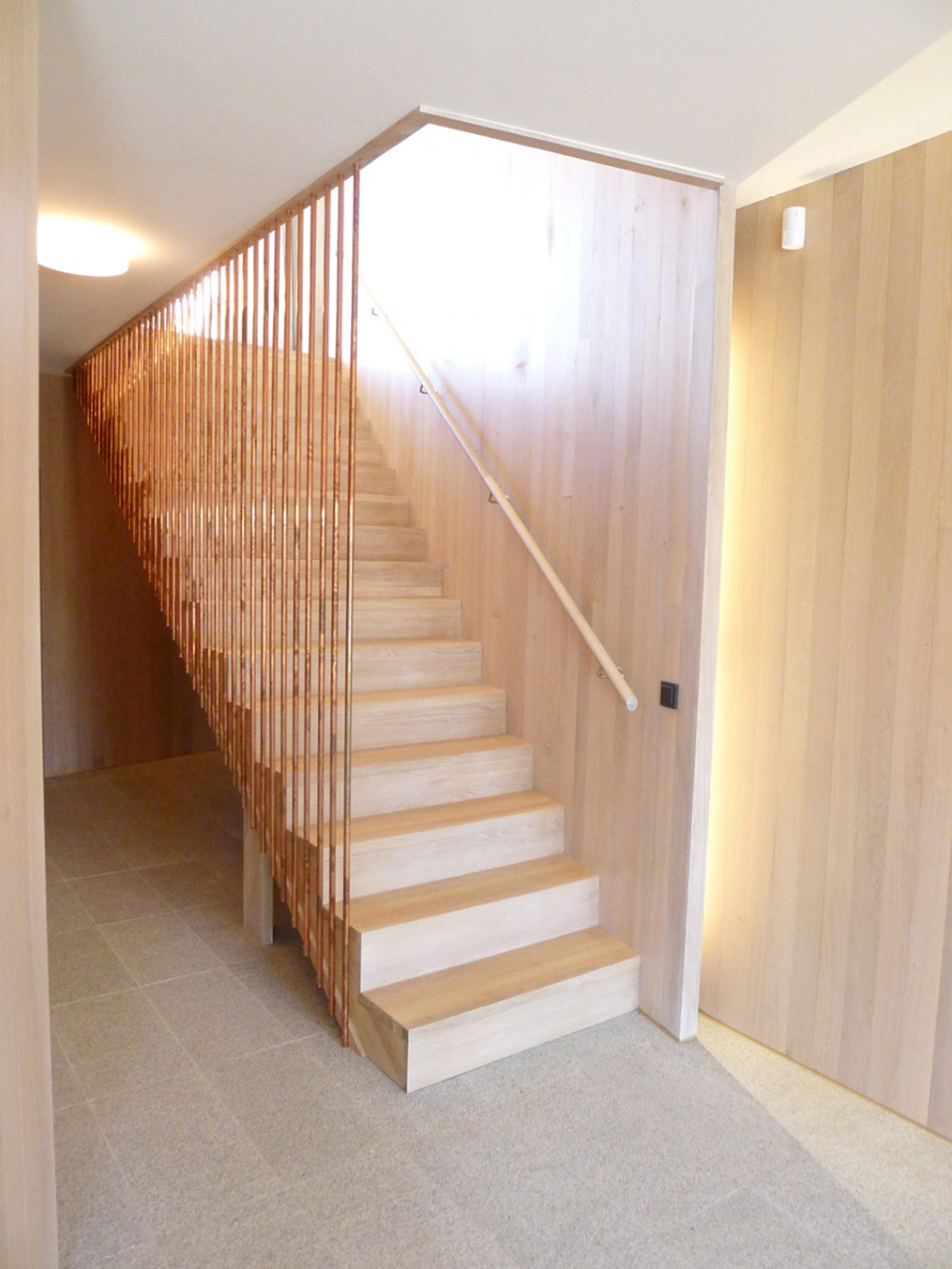 533b8714c07a804fdc00008c_casa-dividida-jva_splithouse_interior_staircase_bottom-1000x1333