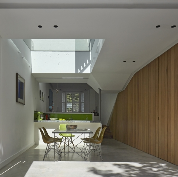 Casa Inslington House de Neil Dusheiko Architects