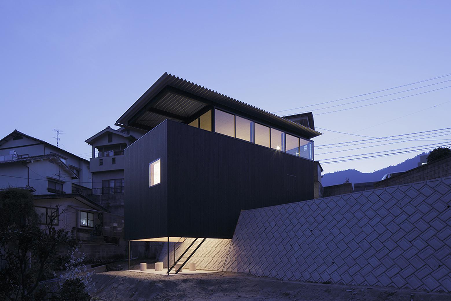 540ea129c07a80b90600014c_house-in-miyake-hidetaka-nakahara-architects-yoshio-ohno-architects_oono_miyake_140407_001