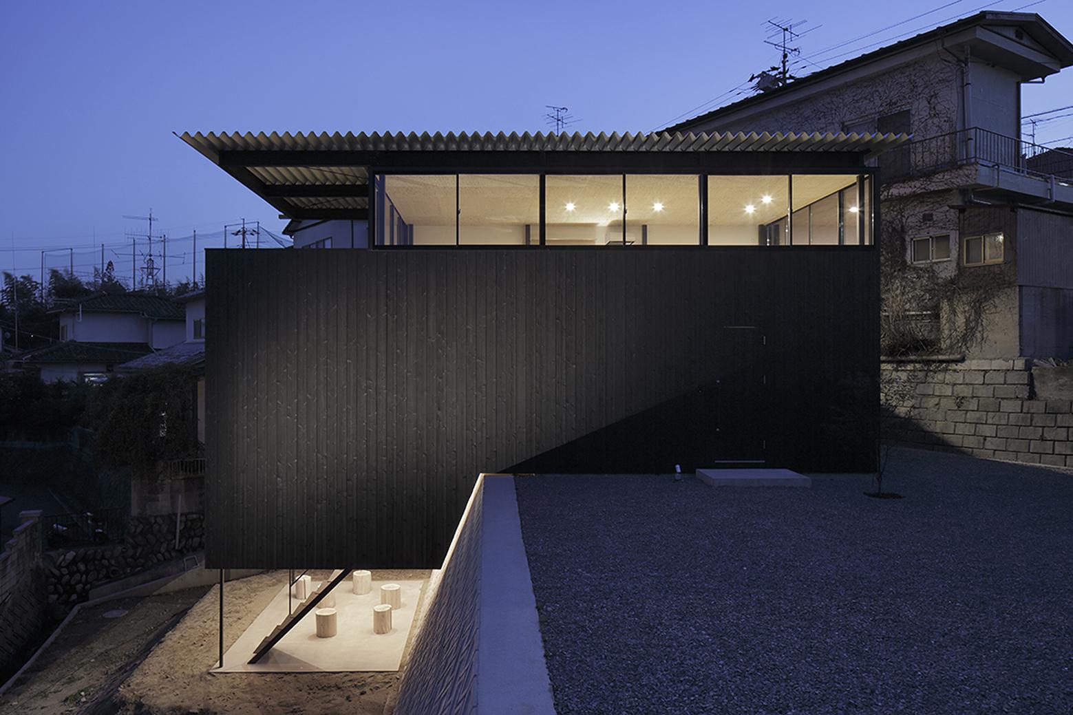 540ea13fc07a80b90600014d_house-in-miyake-hidetaka-nakahara-architects-yoshio-ohno-architects_oono_miyake_140407_002