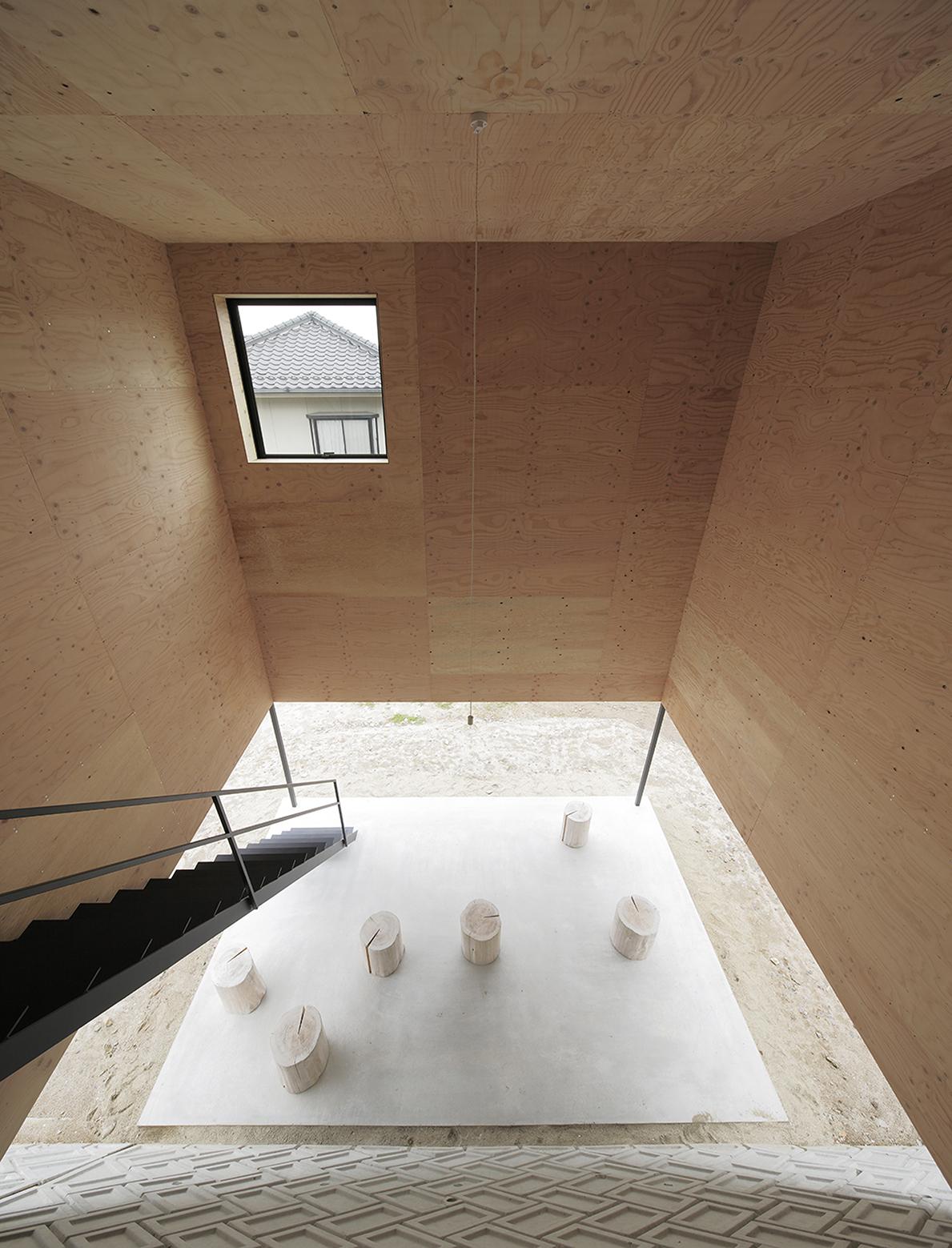 540ea176c07a802ff5000174_house-in-miyake-hidetaka-nakahara-architects-yoshio-ohno-architects_oono_miyake_140407_029