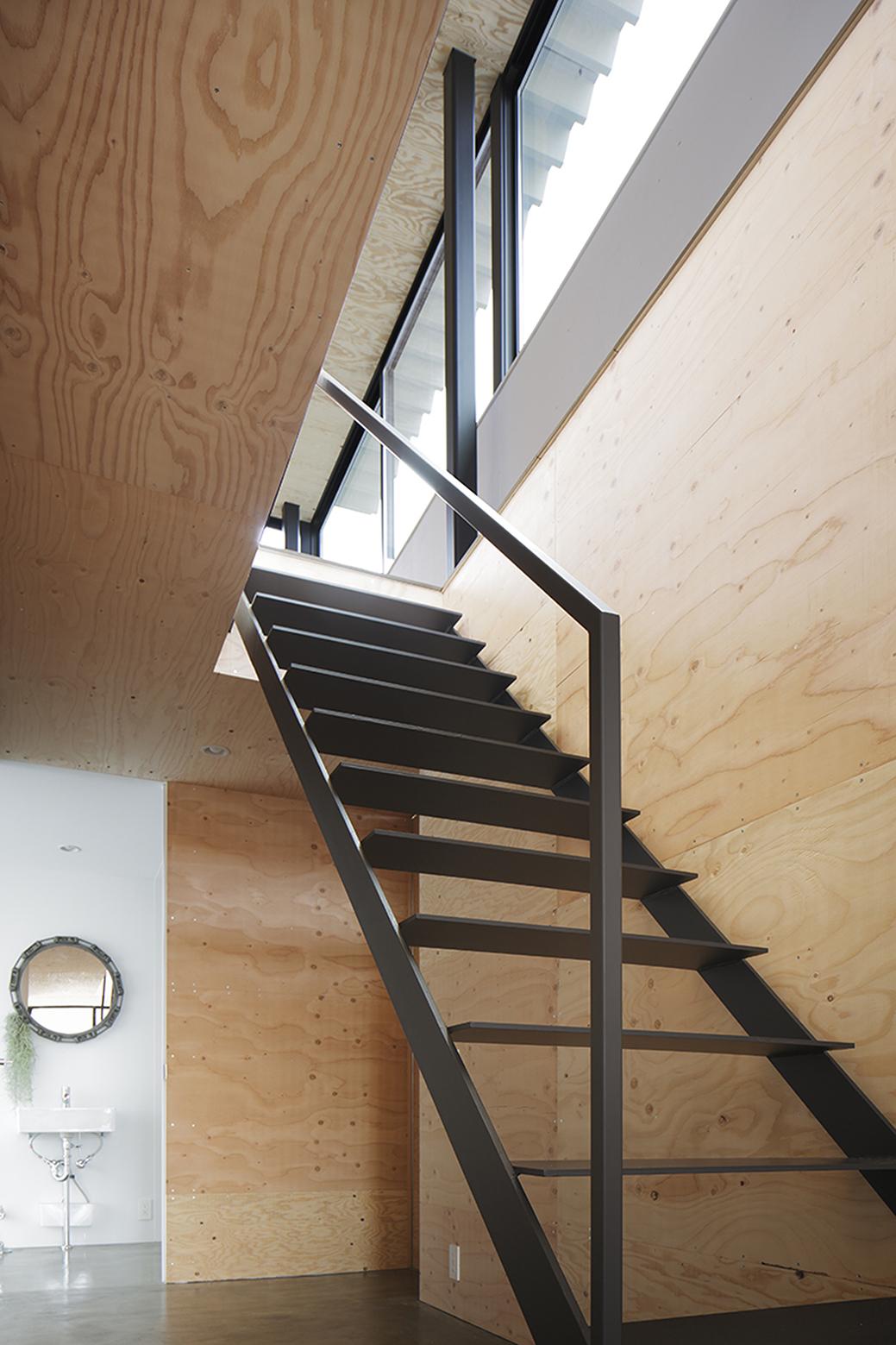 540ea19cc07a808f0a000158_house-in-miyake-hidetaka-nakahara-architects-yoshio-ohno-architects_oono_miyake_140407_038