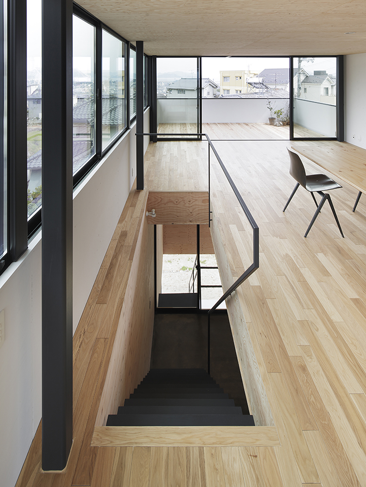 540ea1b2c07a808f0a000159_house-in-miyake-hidetaka-nakahara-architects-yoshio-ohno-architects_oono_miyake_140407_042