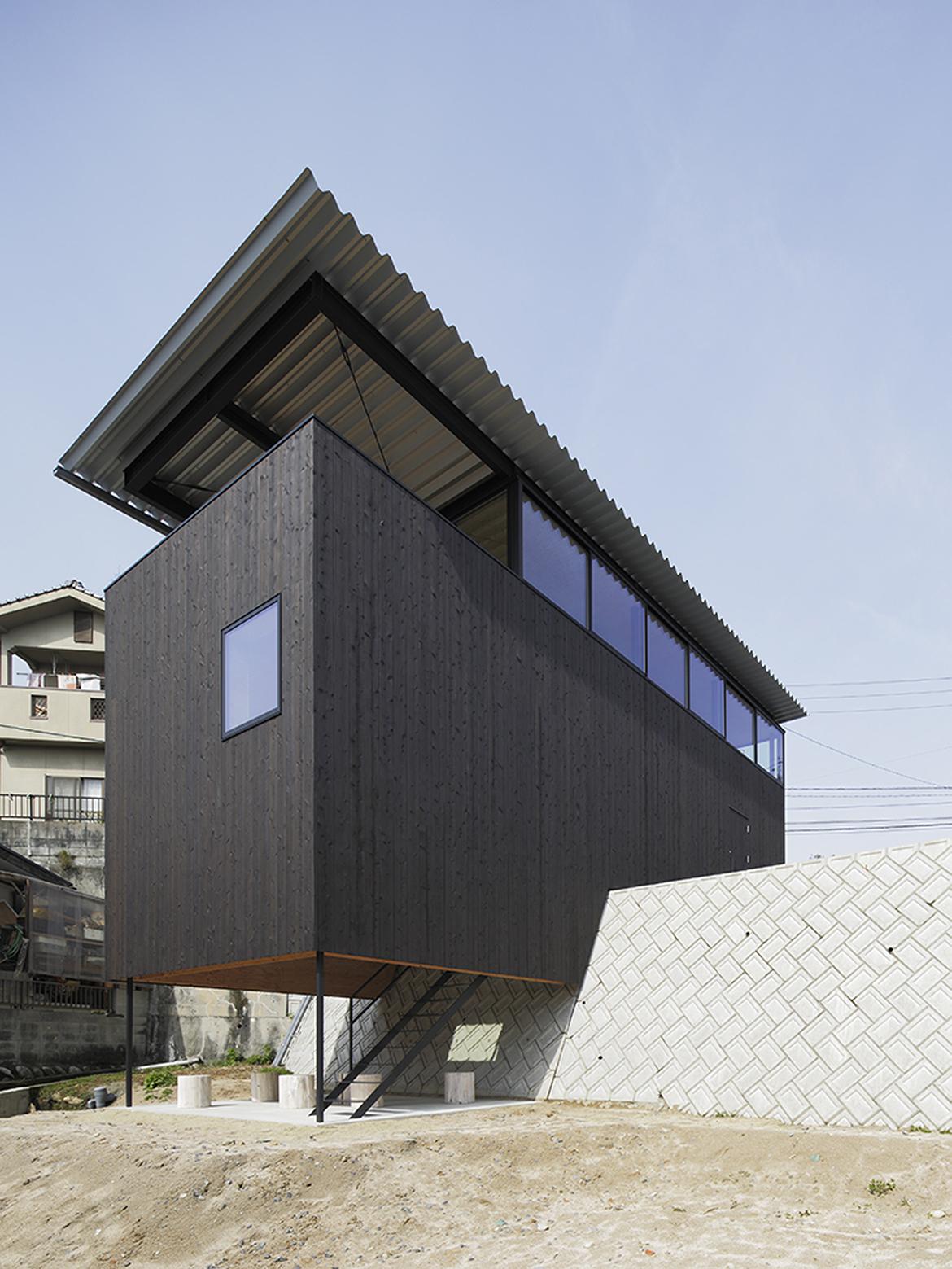 540ea1c3c07a802ff5000177_house-in-miyake-hidetaka-nakahara-architects-yoshio-ohno-architects_portada